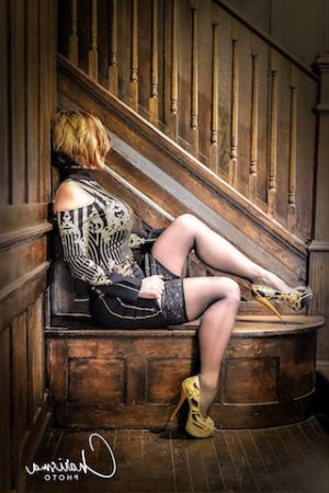 Bernadette-marie happy ending massage and live escort